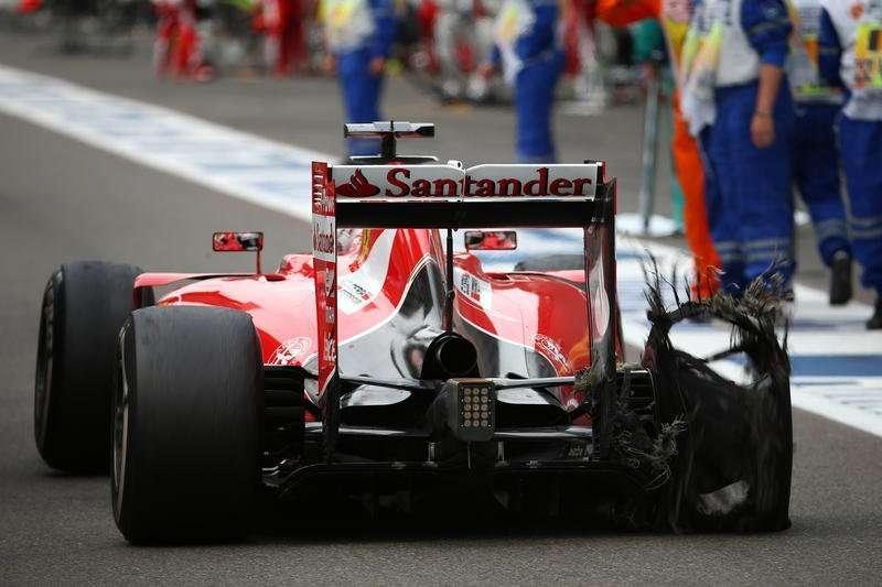 23.08.2015 - Race, Sebastian Vettel (GER) Scuderia Ferrari SF15-T with a puncture