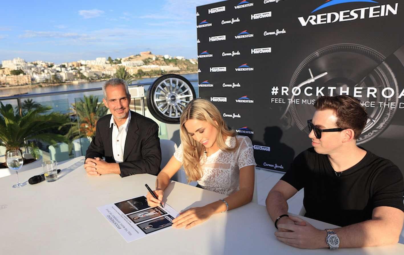 VREDESTEIN_Official signing moment_M.Paracciani CMO Apollo T-Carmen Jorda-DJ Hardwell