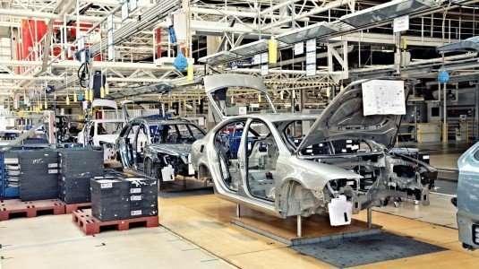 fabbrica-lavoro-azienda-auto-535x300