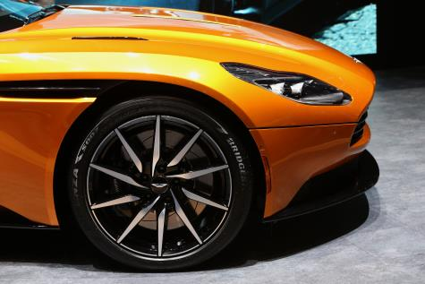 Bridgestone Potenza S007 su Aston Martin DB11